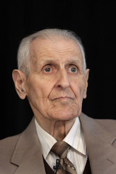 dr jack kevorkian the death doctor On june 7, dr jack kevorkian announced that kidneys taken from the body of a  man whose death he had attended were available for donation to a  the doctor  in an assisted suicide case, saying that kevorkian's offer of organs went too far.